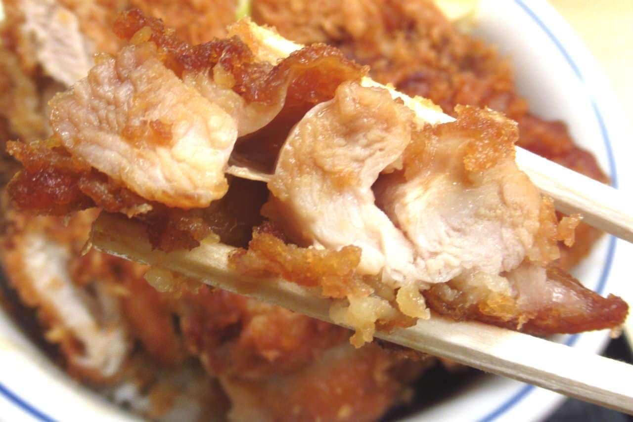 かつやの「チキンカツとから揚げの合い盛り丼」