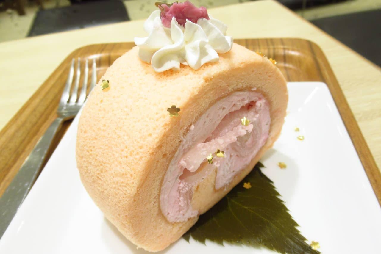 ナナズグリーティー「桜と餅の金箔ロールケーキ」