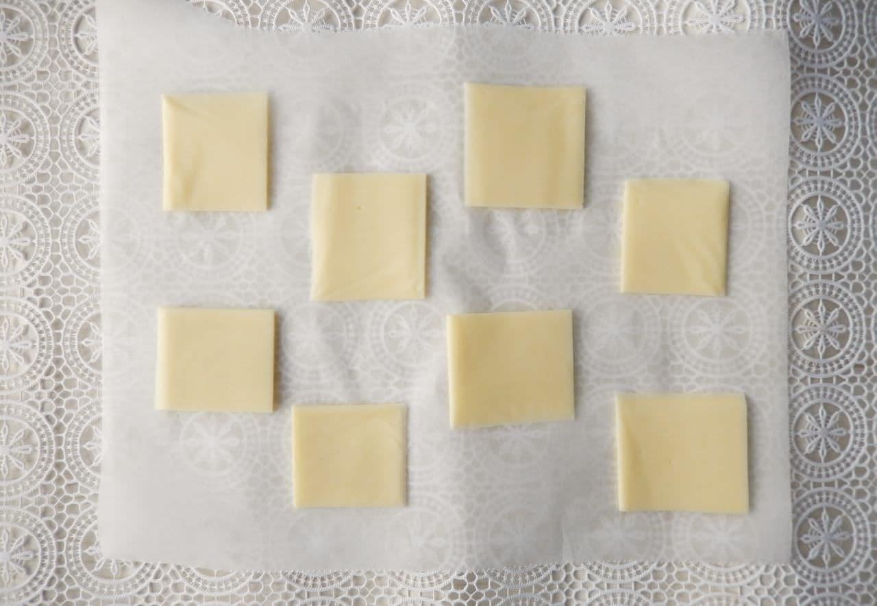 とろけるスライスチーズで「チーズせんべい」