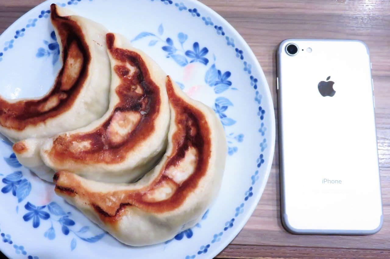 池袋「開楽 本店」の特製ジャンボ餃子
