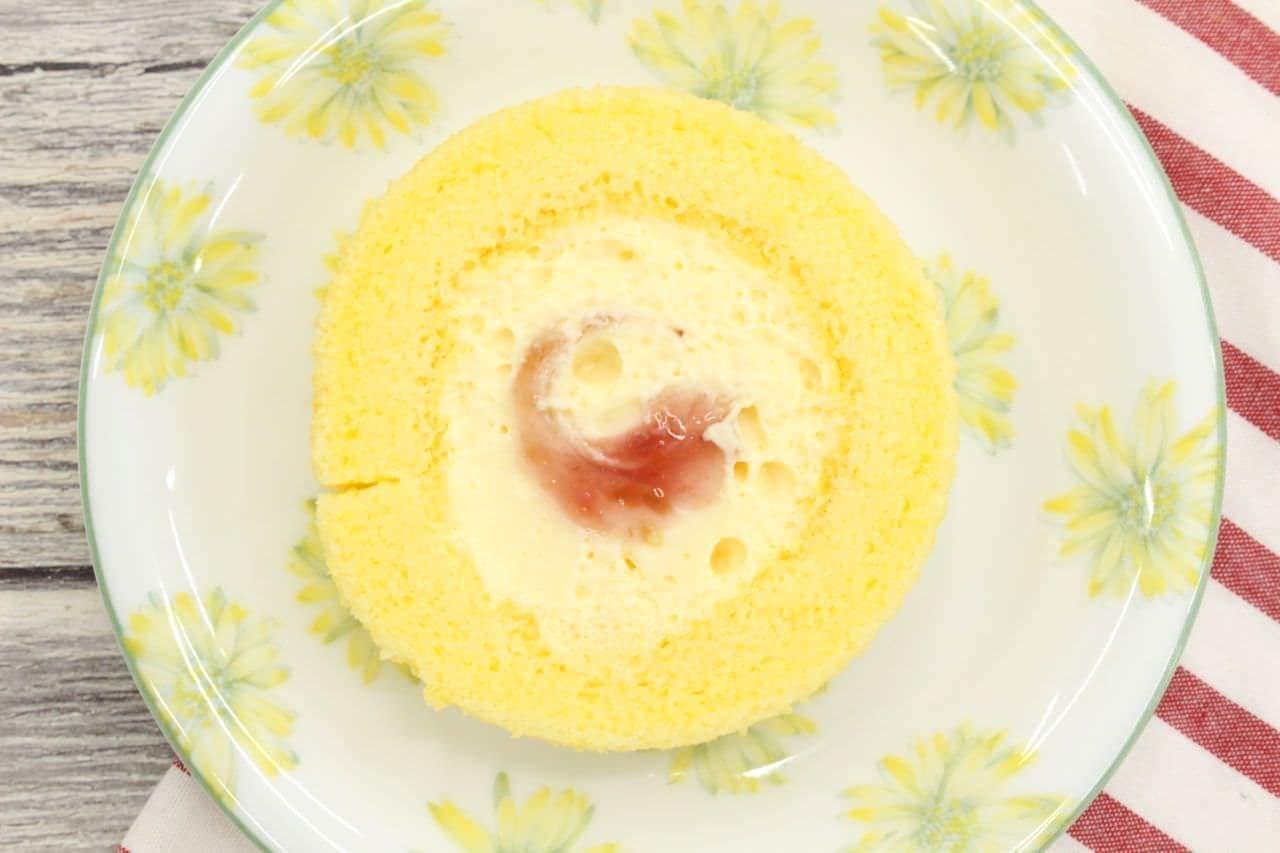 ローソン「かすたーど苺ロールケーキ」