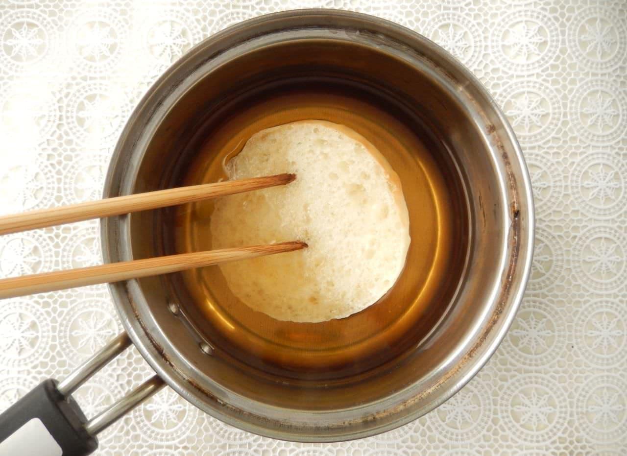 丸パンとラム酒で簡単「サバラン」