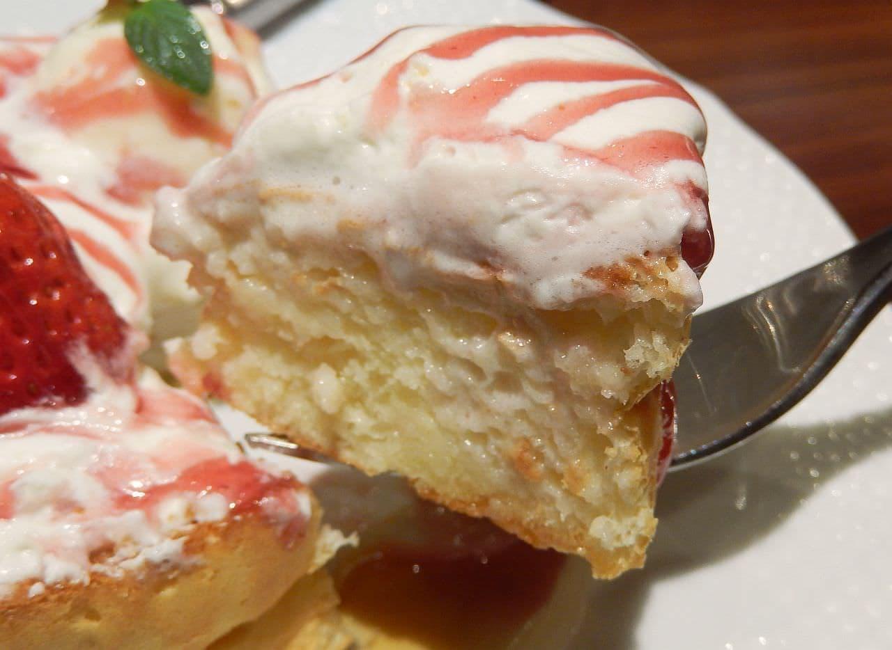 星乃珈琲店「苺とふんわりクリームのスフレパンケーキ」