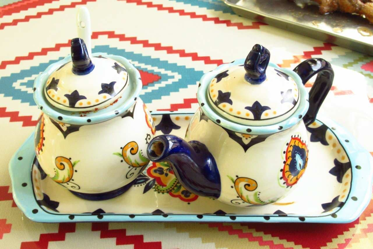 ウルムチフードアンドティーの薬味の壺2つ
