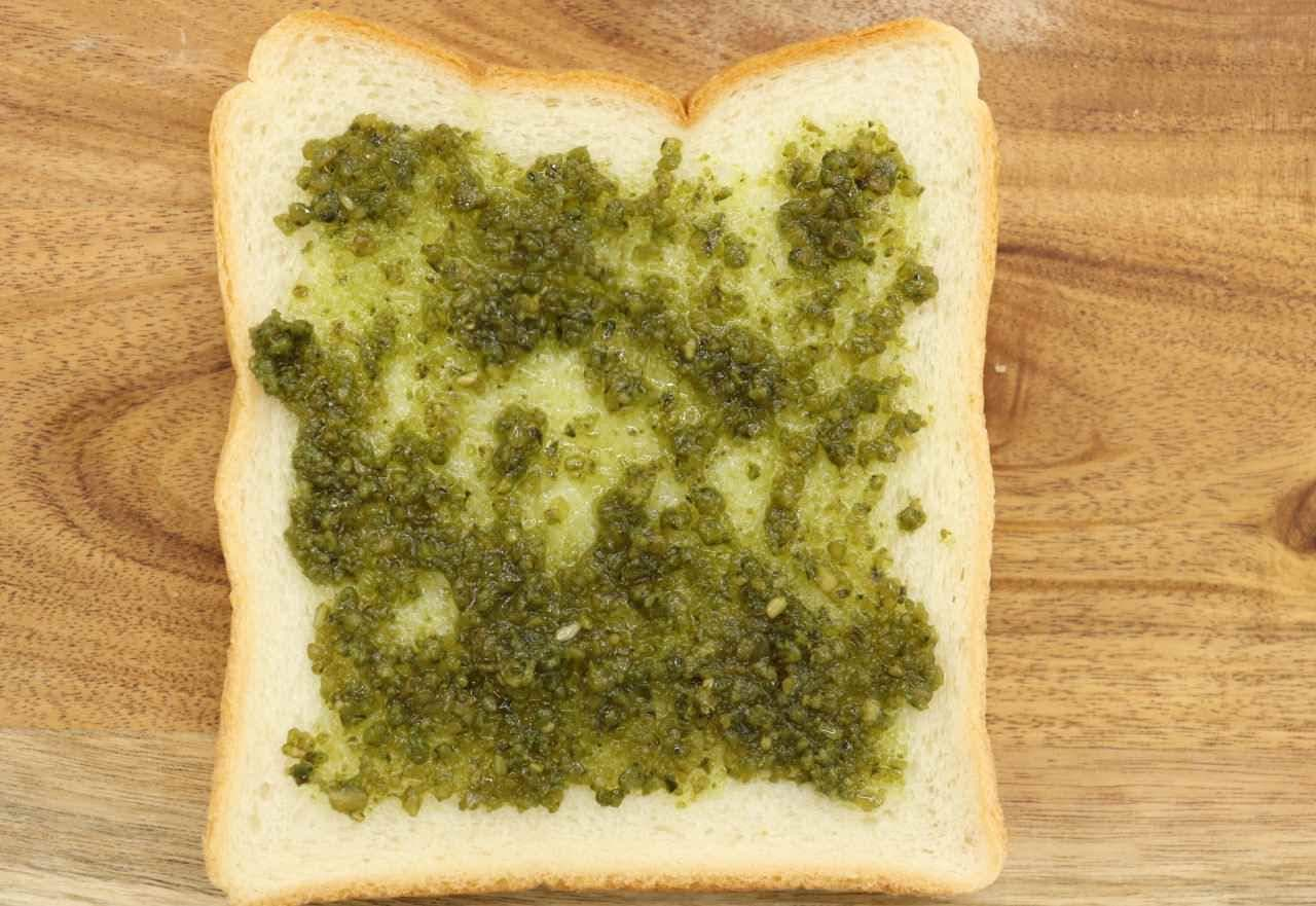 簡単レシピ「バジルとシラスのさっぱりトースト」