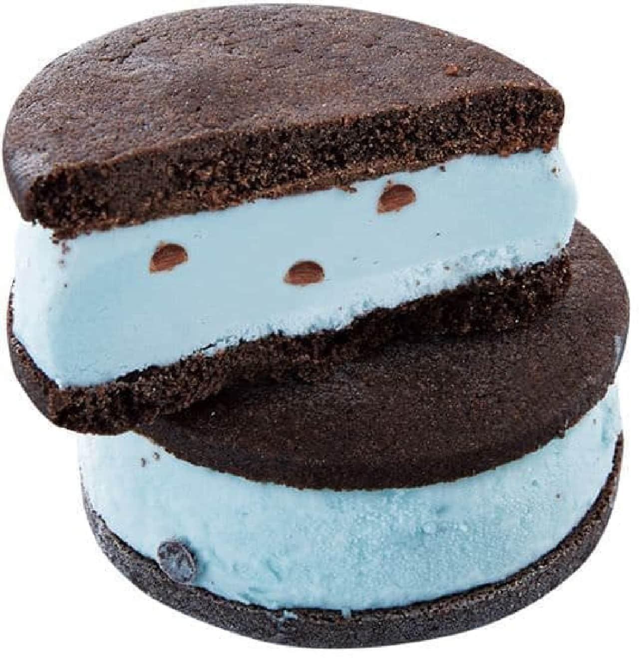 シャトレーゼ「ココア香るクッキーサンドアイスチョコミント」