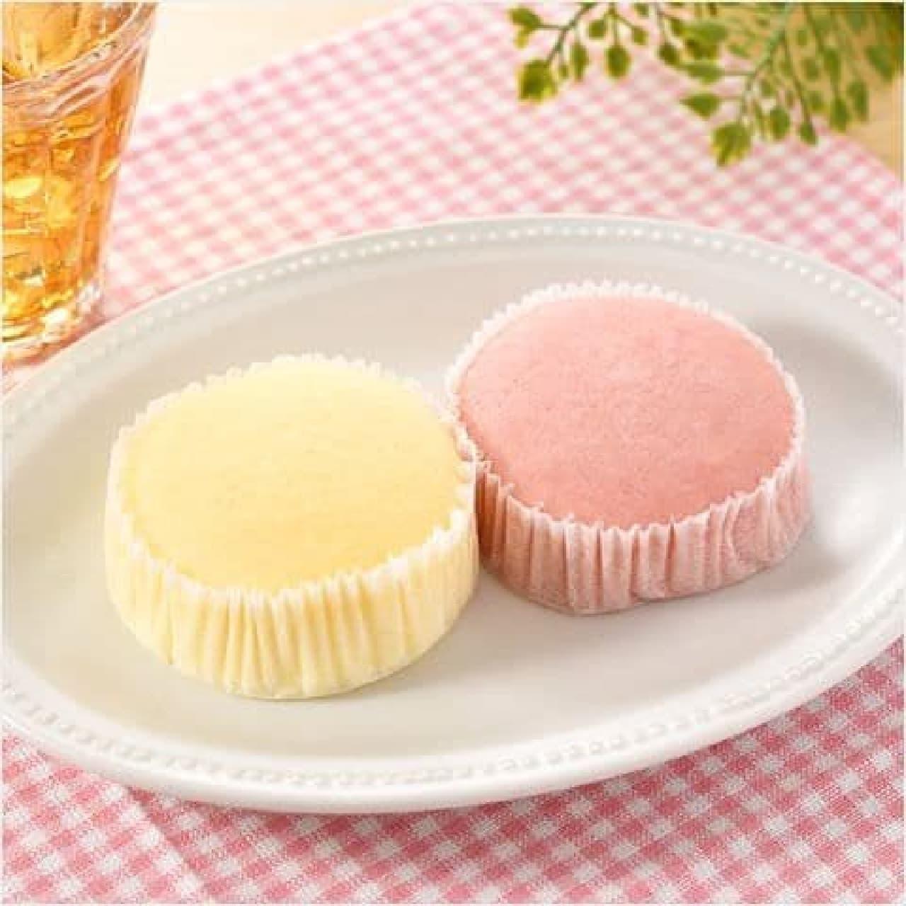 ファミリーマート「紅白蒸しケーキ(いちごとミルク)」