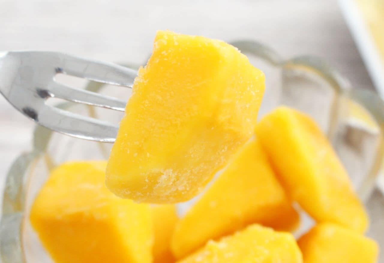 セブンとファミマの「冷凍マンゴー」食べ比べ