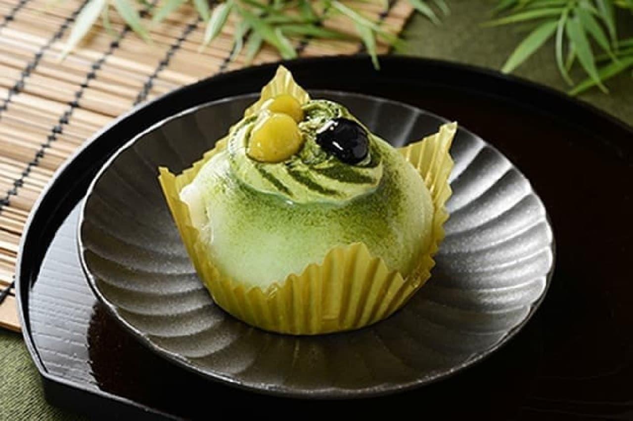 ローソン「熊谷喜八シェフ監修 求肥で包んだ抹茶のパンナコッタ~青豆ソース入り~」