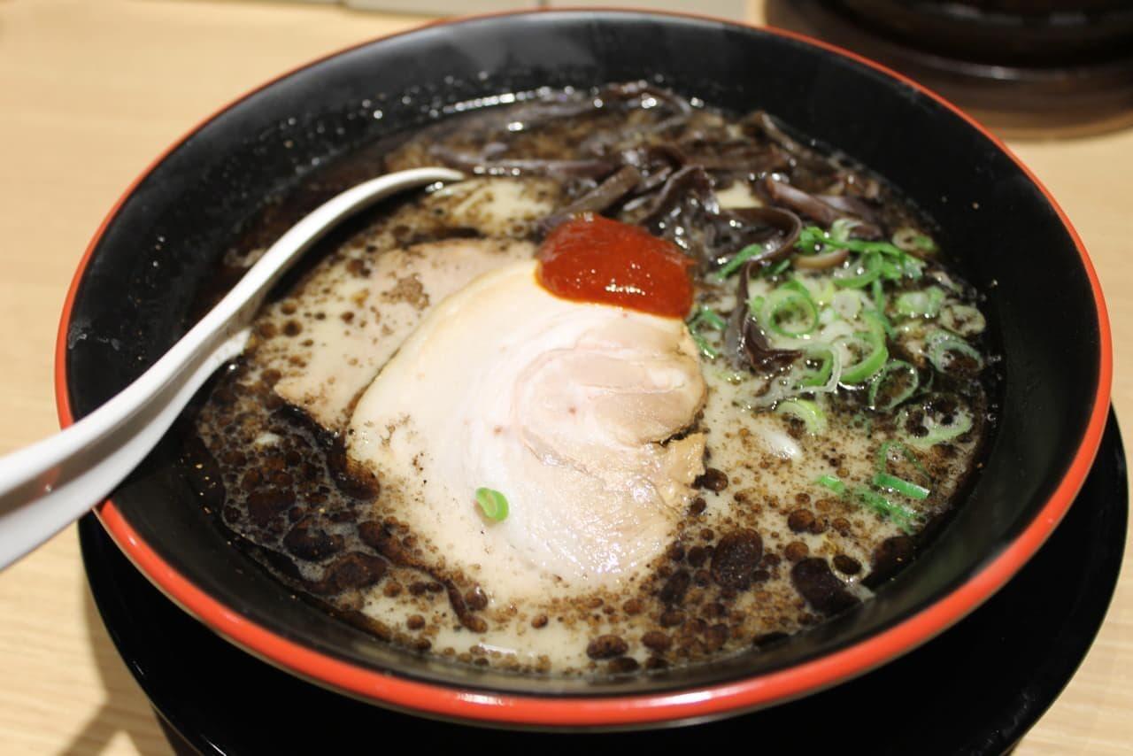 一風堂の黒いラーメン「麺・イン・ブラック」