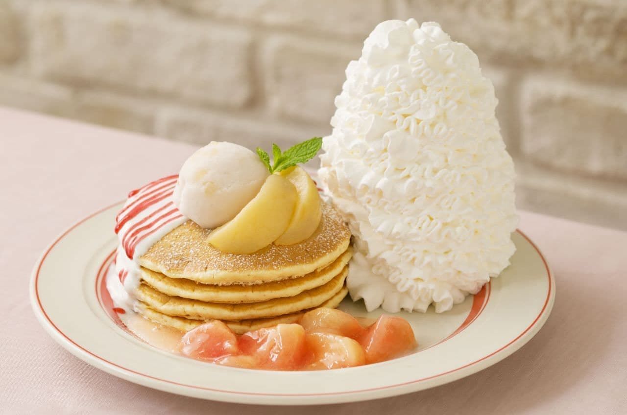 エッグスンシングス「白桃とヨーグルトソースのパンケーキ」