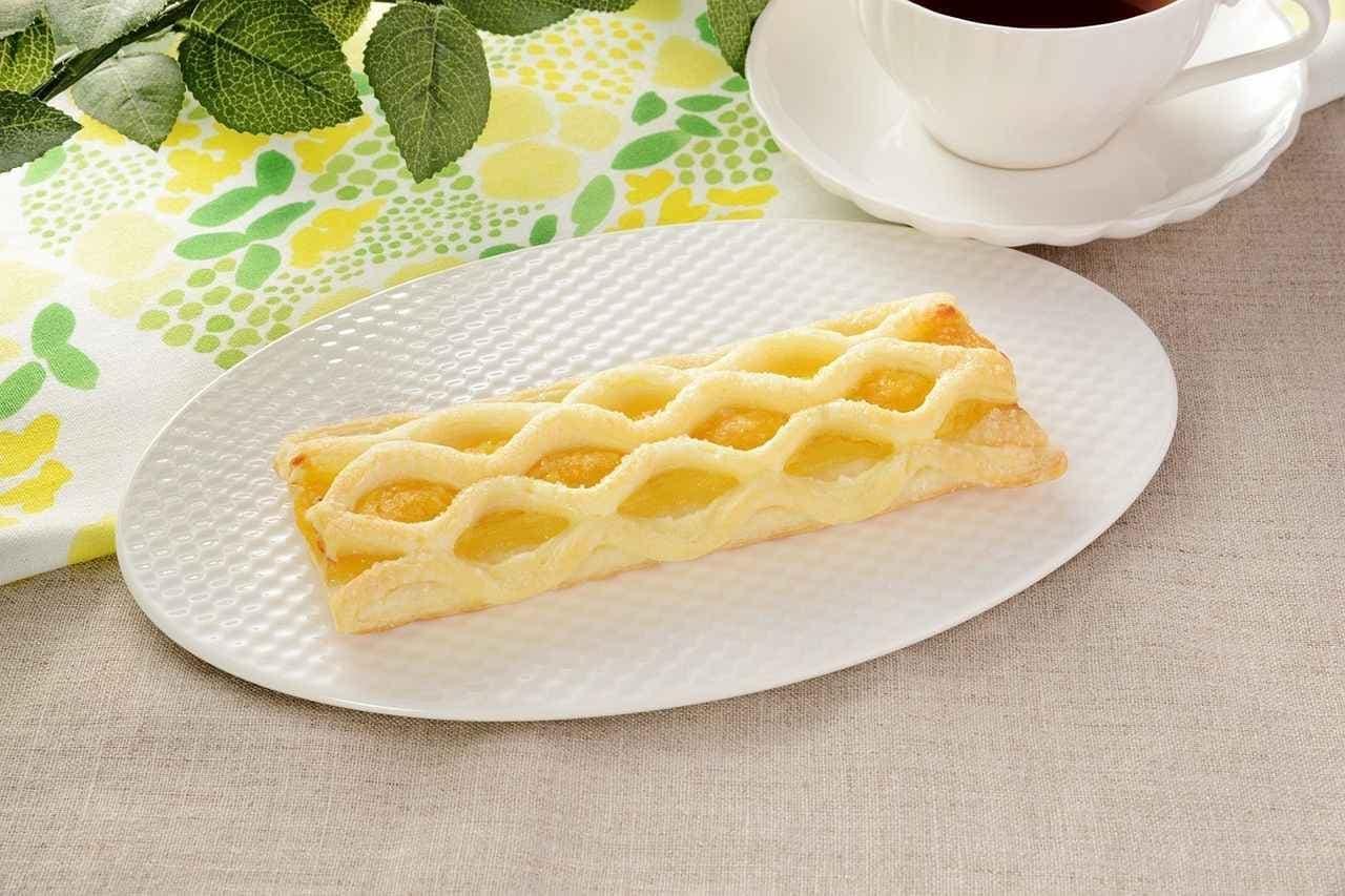 ローソンのレモンケーキパイ
