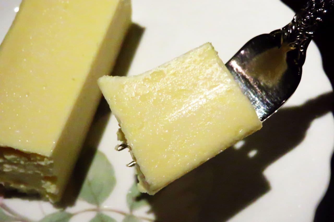 池袋「炭火煎珈琲 皇琲亭」のチーズケーキ