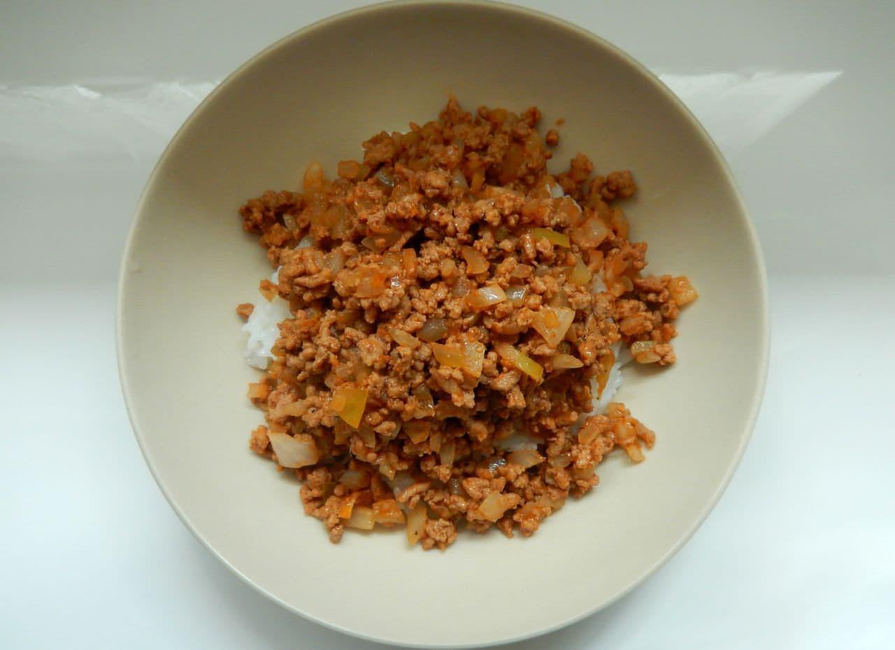 ずぼら飯「炒めハンバーグ丼」