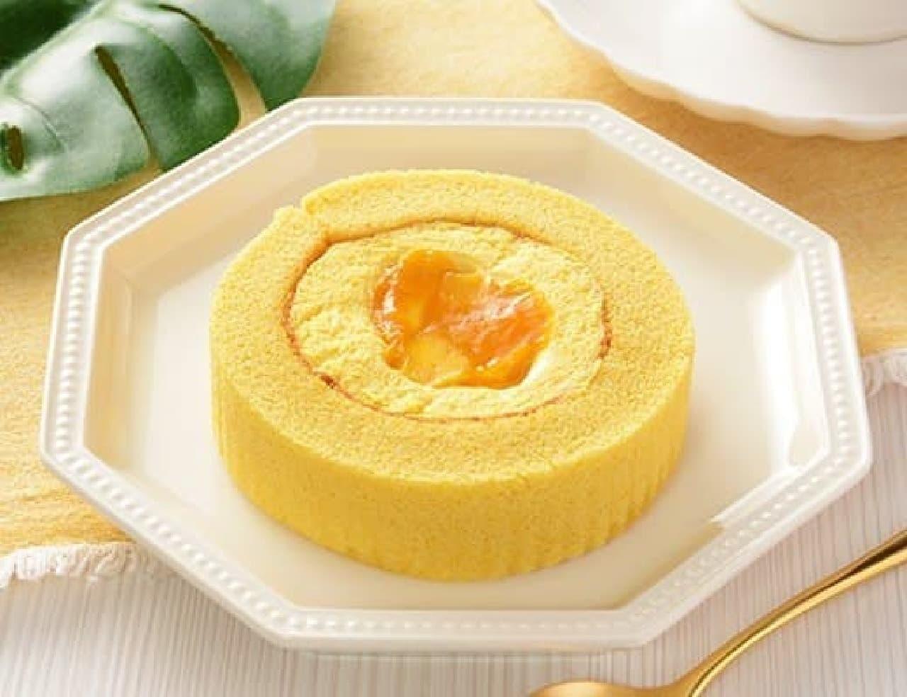 ローソンのマンゴーとパッションフルーツのロールケーキ
