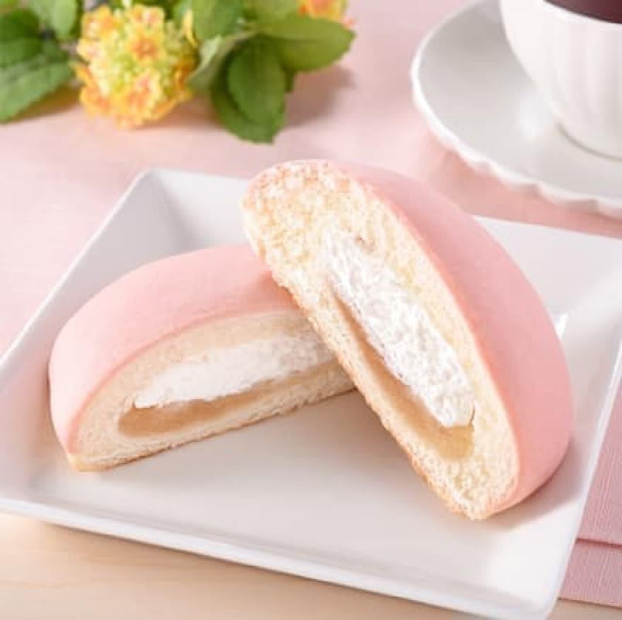 ファミリーマート「白桃パン(ジャム&ホイップ)」