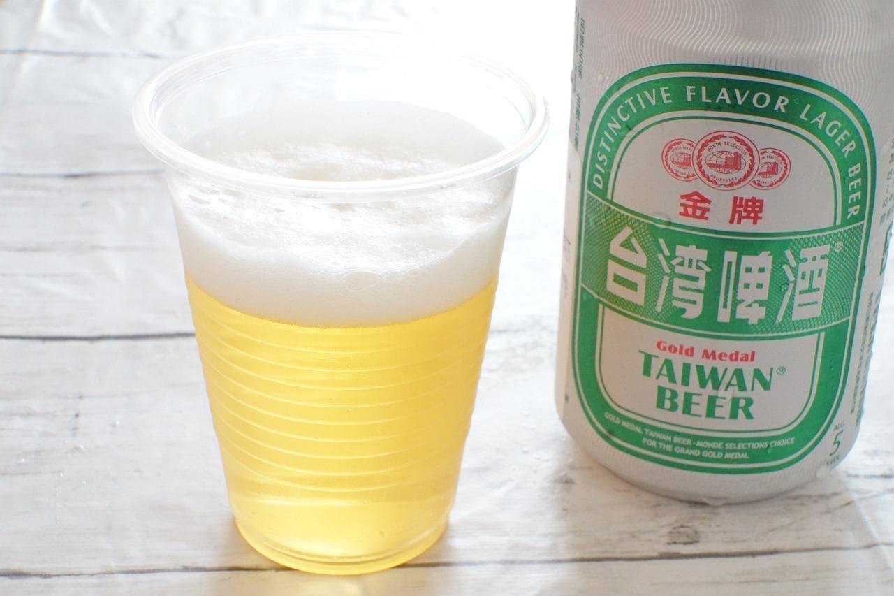 台湾ビール 金牌を注いだカップ
