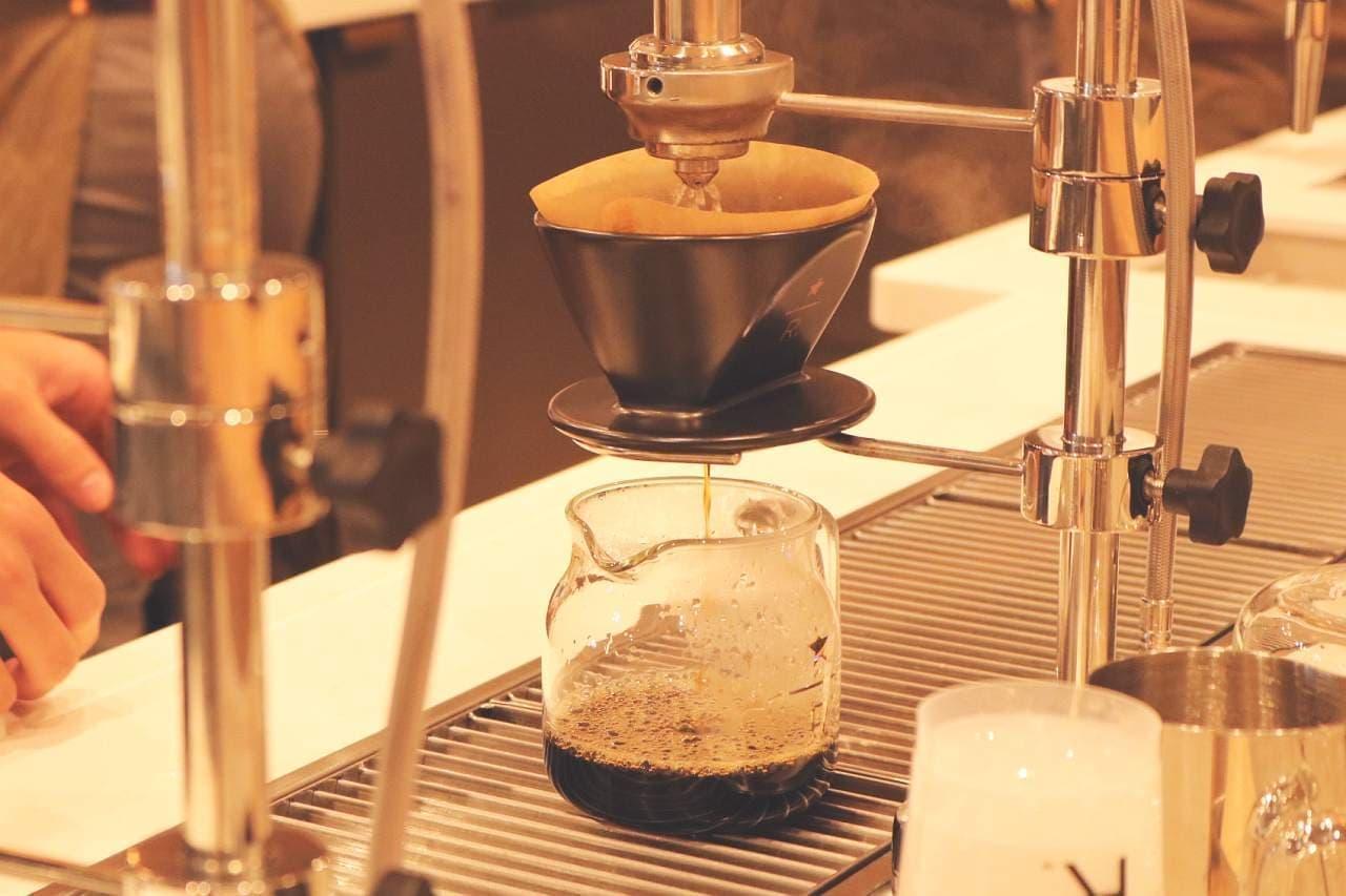 モッドバー プアオーバーで抽出しているスターバックスのコーヒー