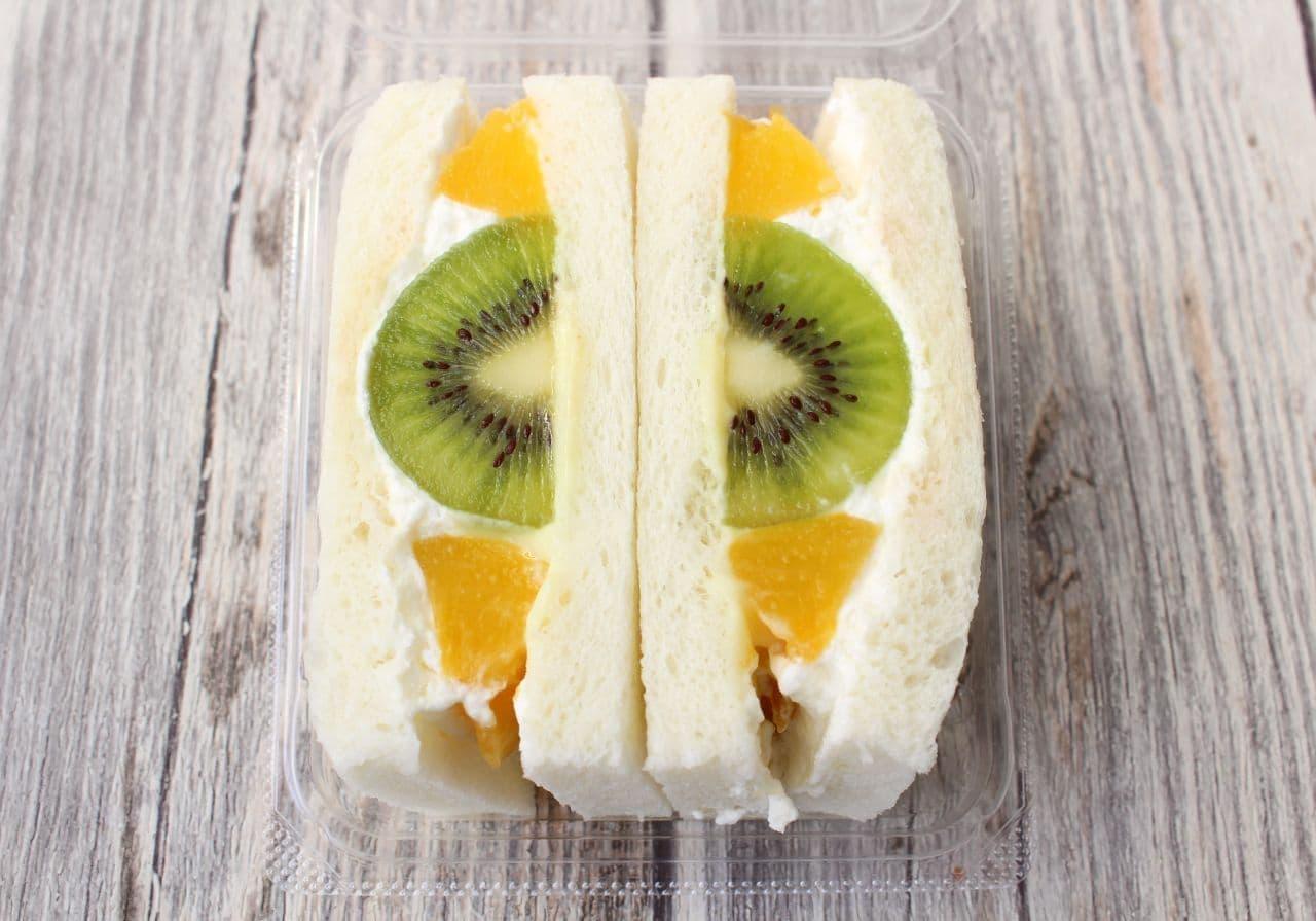 ローソン『サンドフル』のフルーツサンド