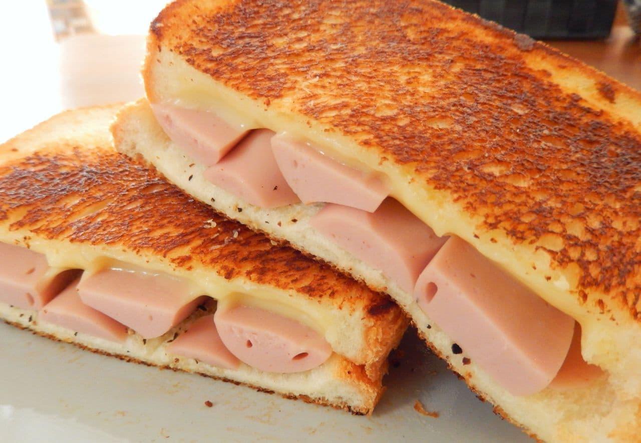 魚肉ソーセージとチーズで作るホットサンド