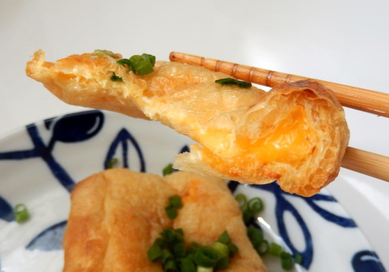 """フィラデルフィアの""""3層クリーミーチーズ""""を油揚げに挟んで焼くとうまい"""