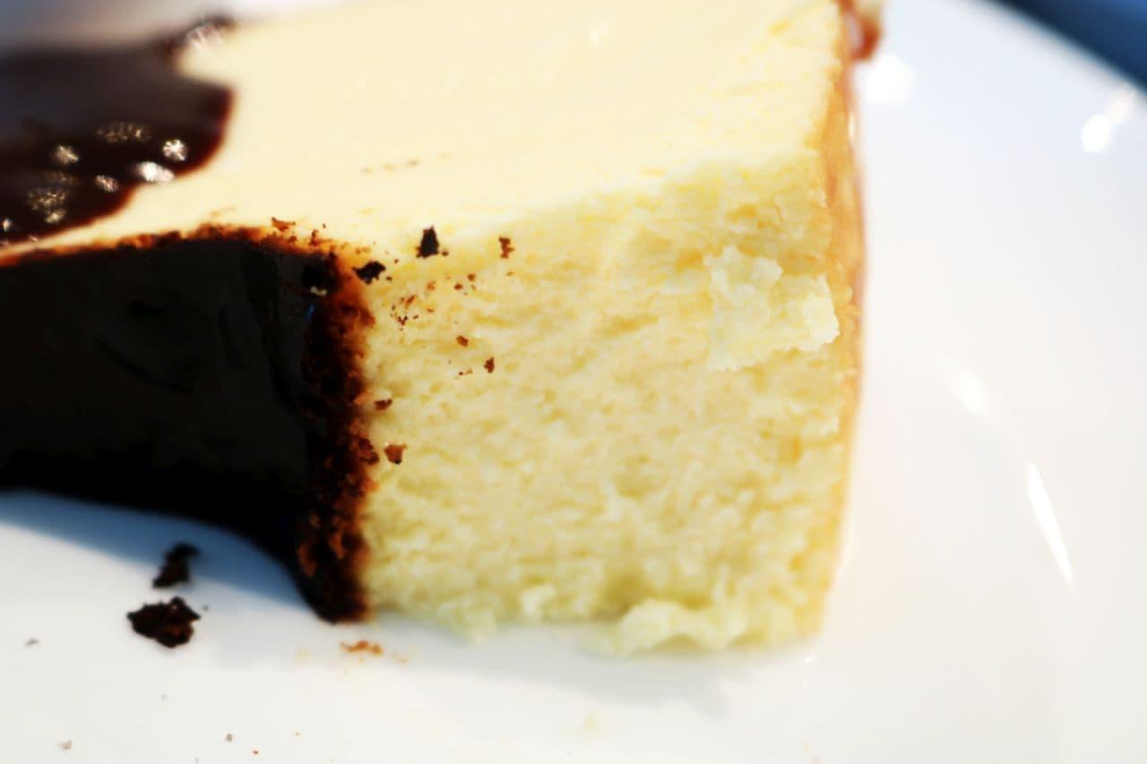 新宿「No.13 cafe(サーティーンカフェ)」の「バスクチーズケーキ」