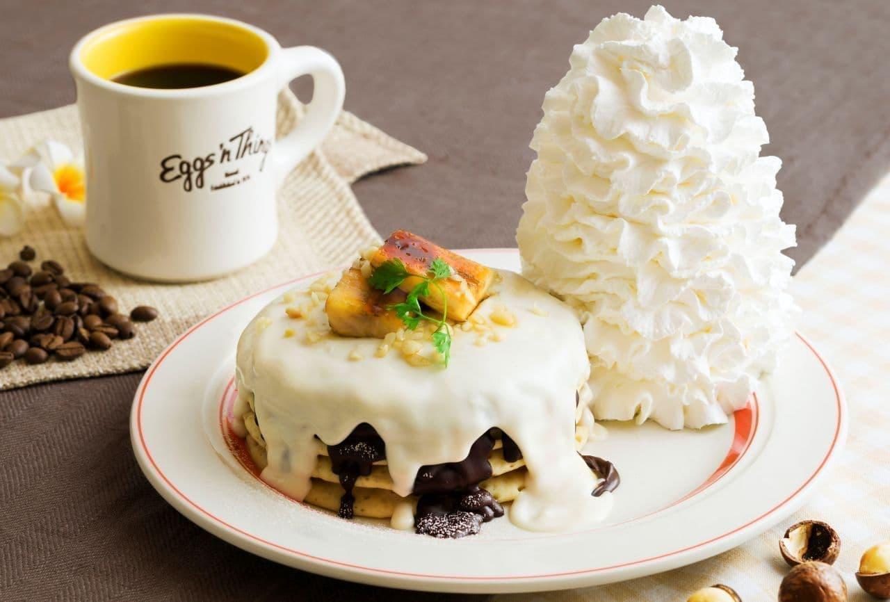 エッグスンシングス「マカダミアナッツソースとチョコレートのパンケーキ」