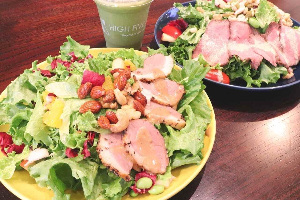 ハイファイブサラダ「合鴨の燻製とハニーナッツのパワーサラダ」「自家製ローストビーフのパワーサラダ」「グリーンスムージー」