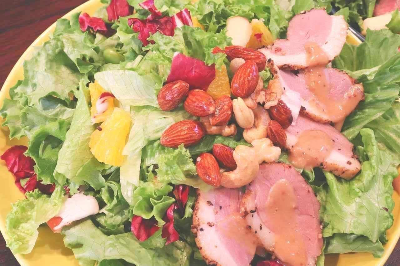ハイファイブサラダ「合鴨の燻製とハニーナッツのパワーサラダ」