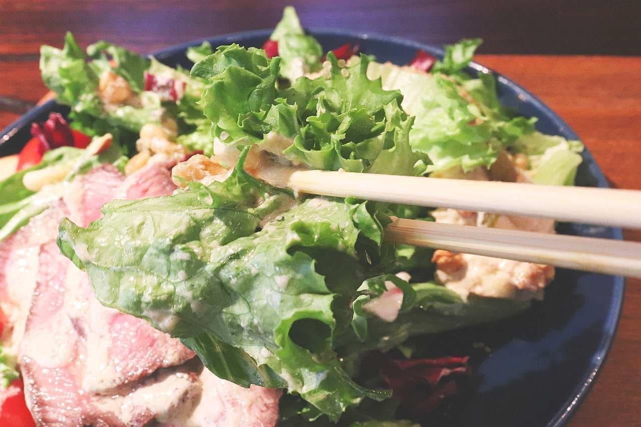 ハイファイブサラダ「自家製ローストビーフのパワーサラダ」