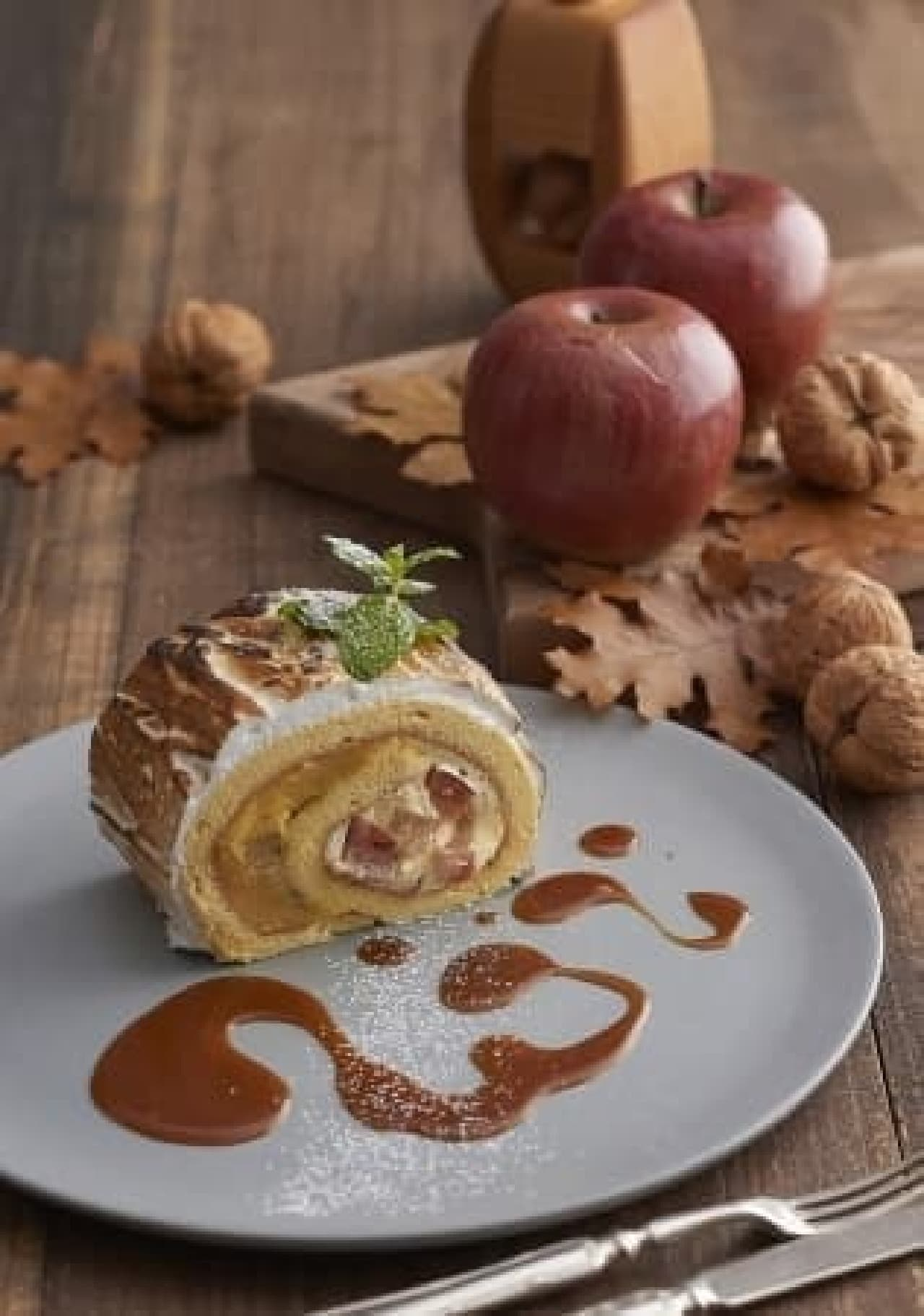 キハチ カフェ「安納芋の焼きロールケーキ 塩キャラメルソース」