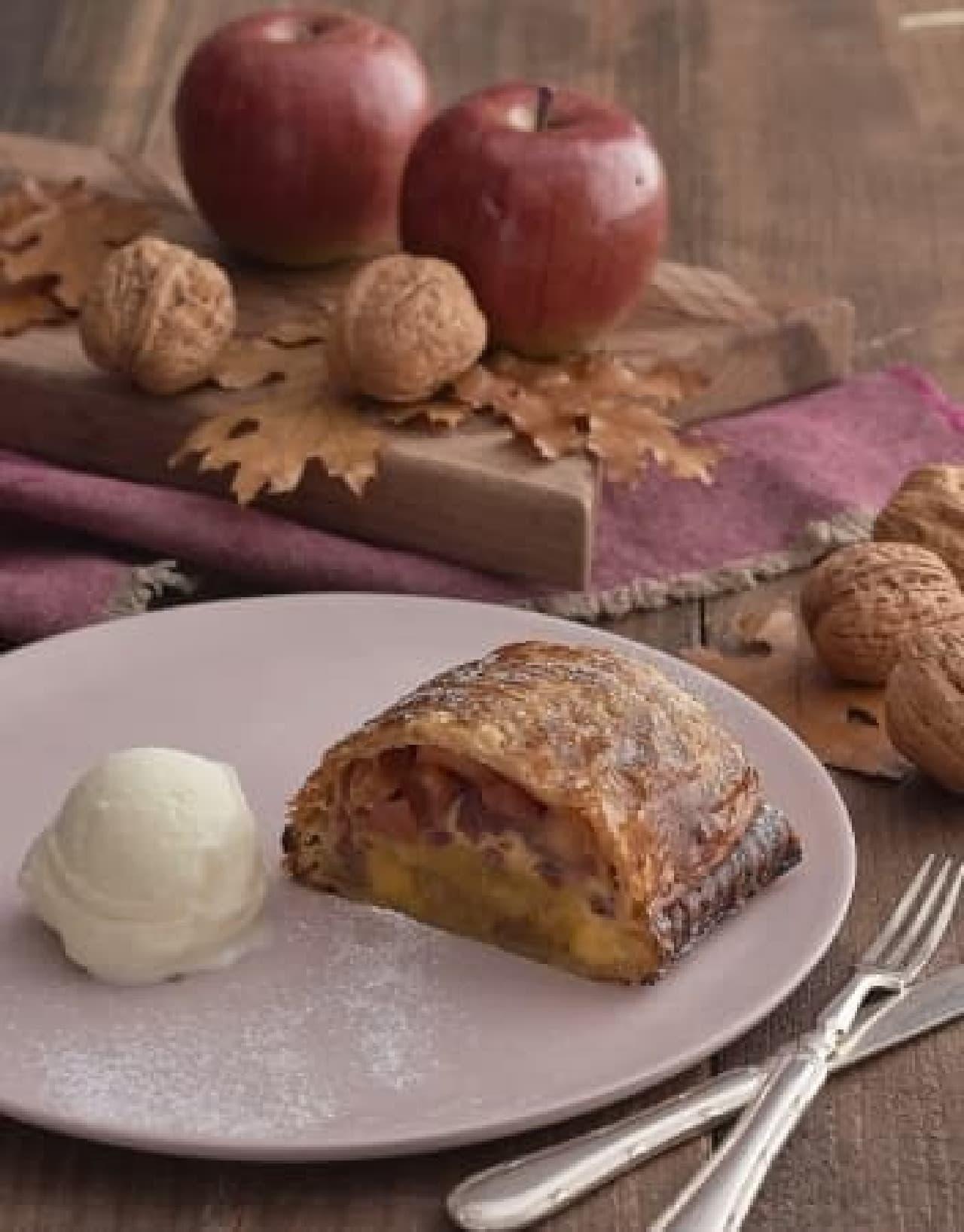キハチ カフェ「安納芋と林檎のカスタードクリームパイ バニラアイスと共に」
