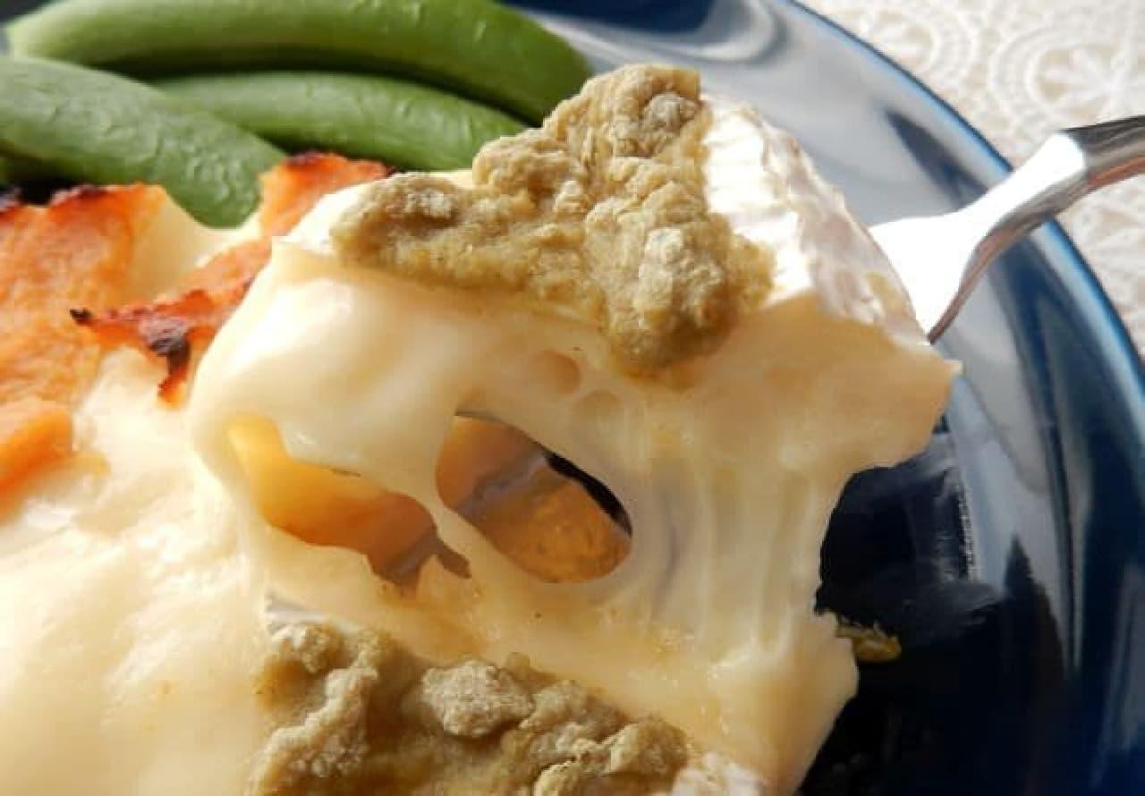 カマンベールチーズの丸ごと炙り焼き