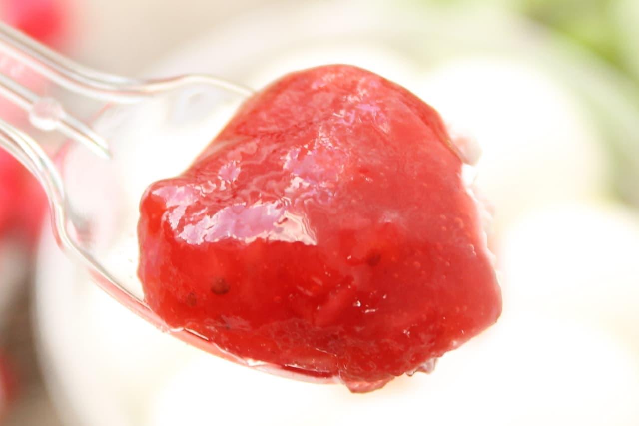 セブン限定「苺ソース20%増量 かまくらケーキ」