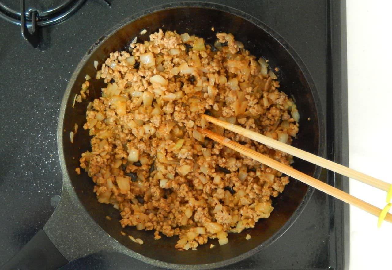 ずぼらのレシピ 炒めハンバーグ丼