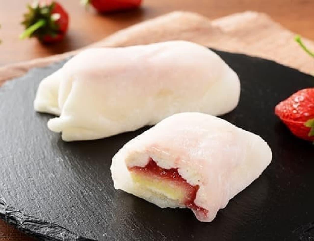 ローソン「モチクルン -おもちでくるん苺レアチーズ-」