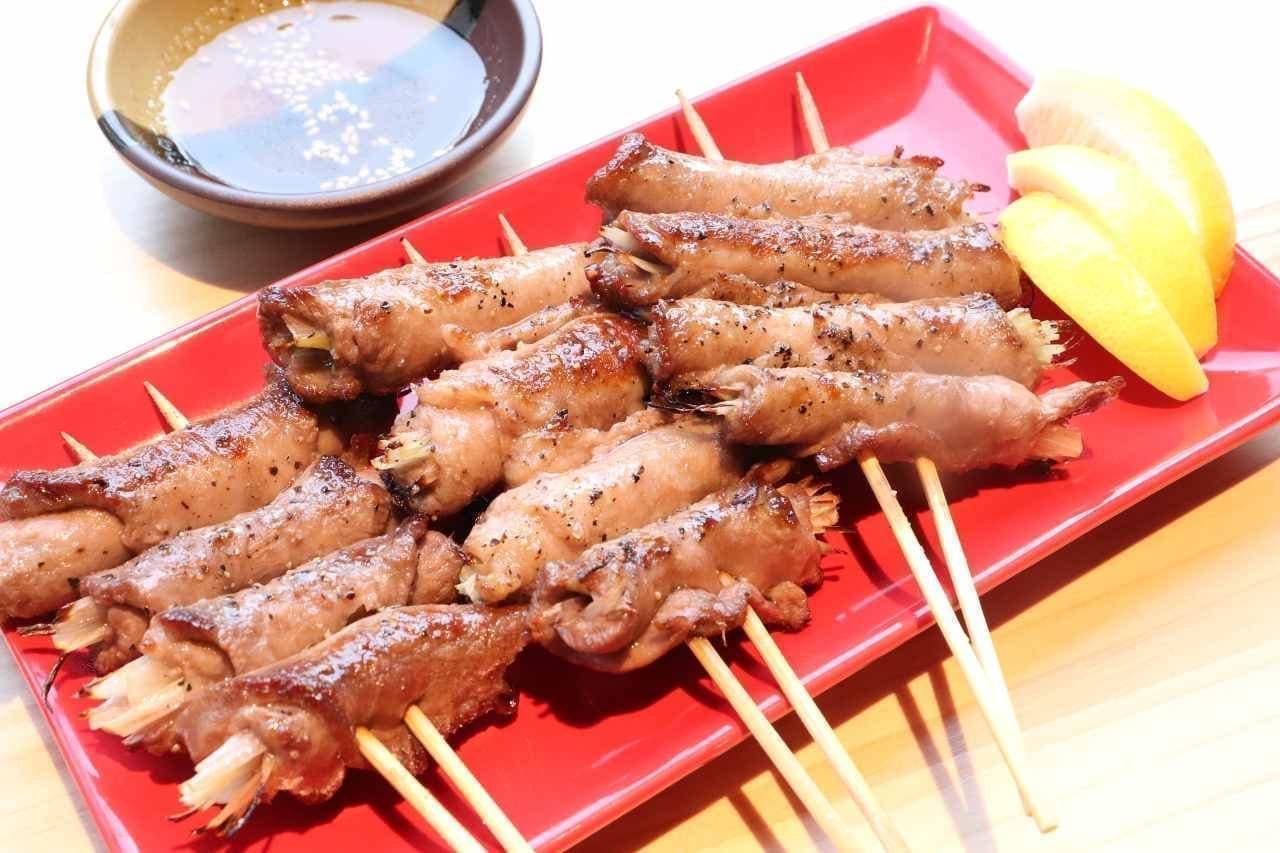 新宿 やきとり 餃子 はるかとかなた「牛タンネギ塩巻き串」