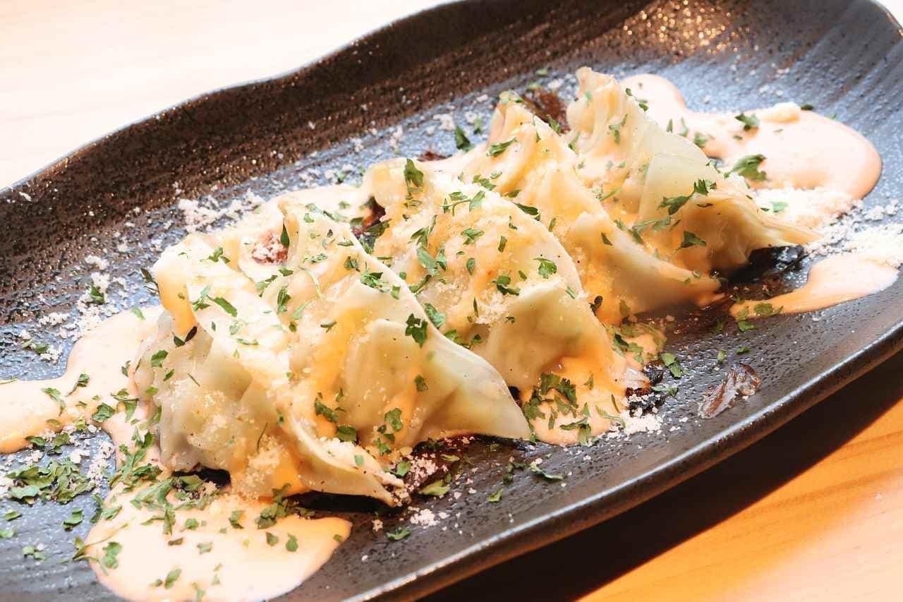 新宿 やきとり 餃子 はるかとかなた「明太チーズ餃子」