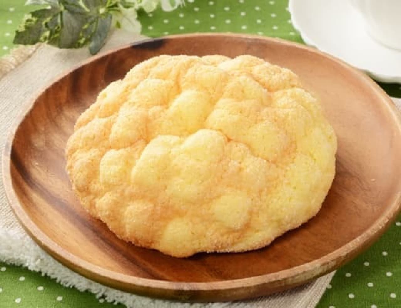 ローソンの発酵バターが決め手!ふんわりメロンパン