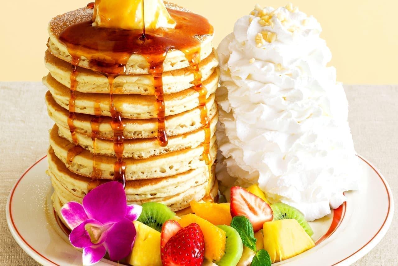 エッグスンシングスに10枚重ねパンケーキ「10th Anniversary Pancakes」