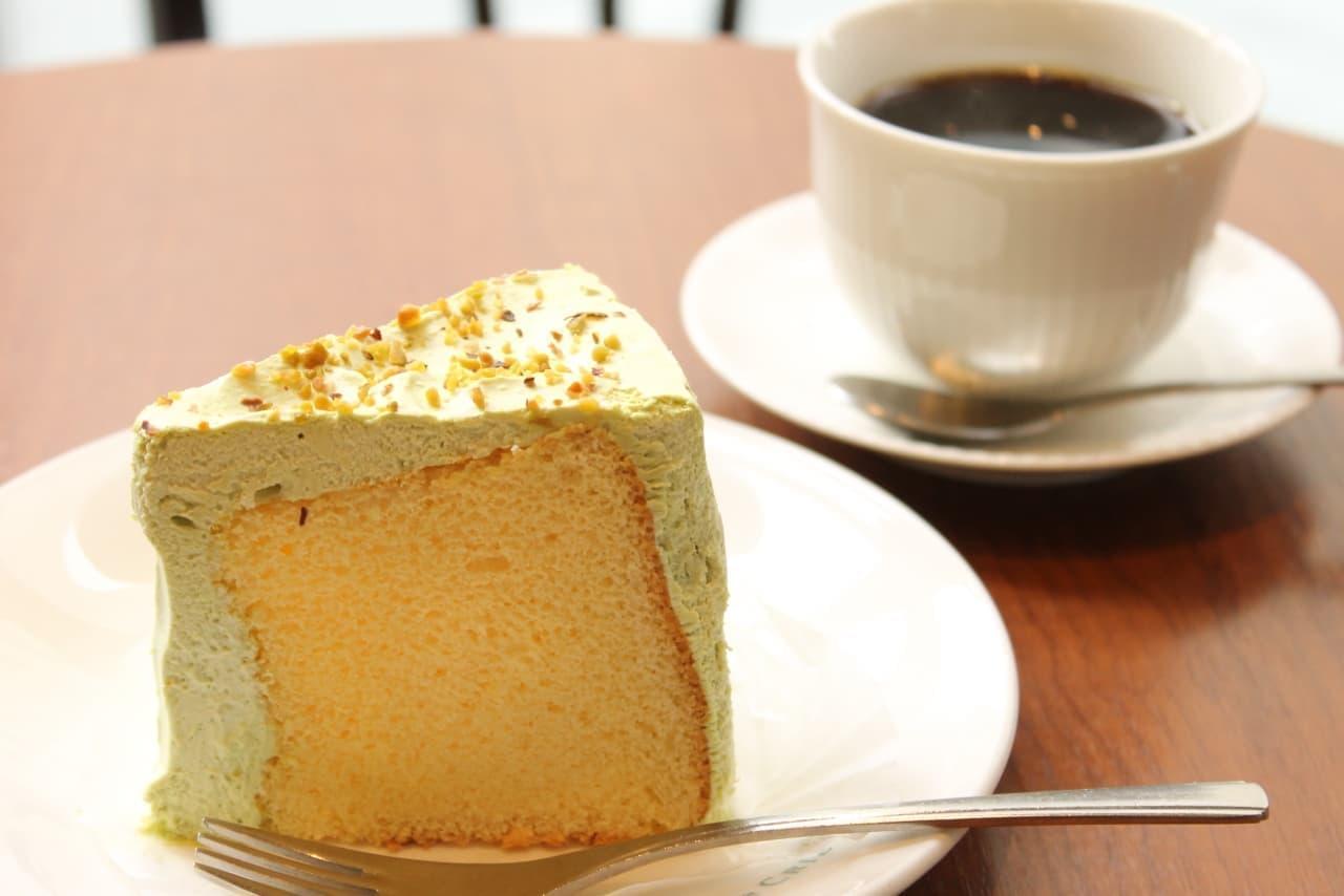 【実食】カフェ・ド・クリエ「ピスタチオのシフォンケーキ」―緑のクリームに砕いたナッツ!