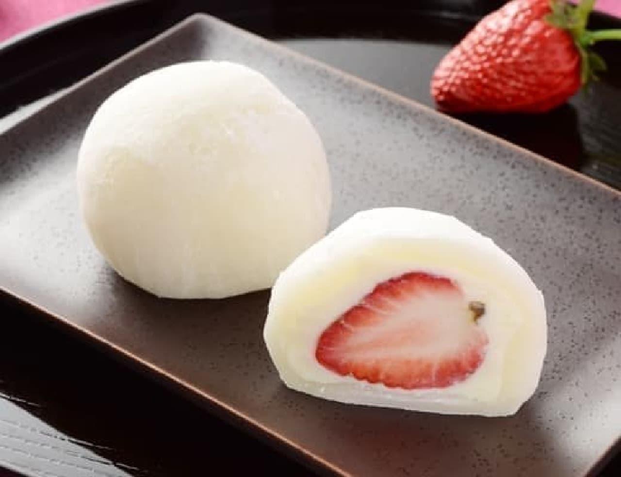 ローソン「まるごと苺大福(ホワイトチョコ)」