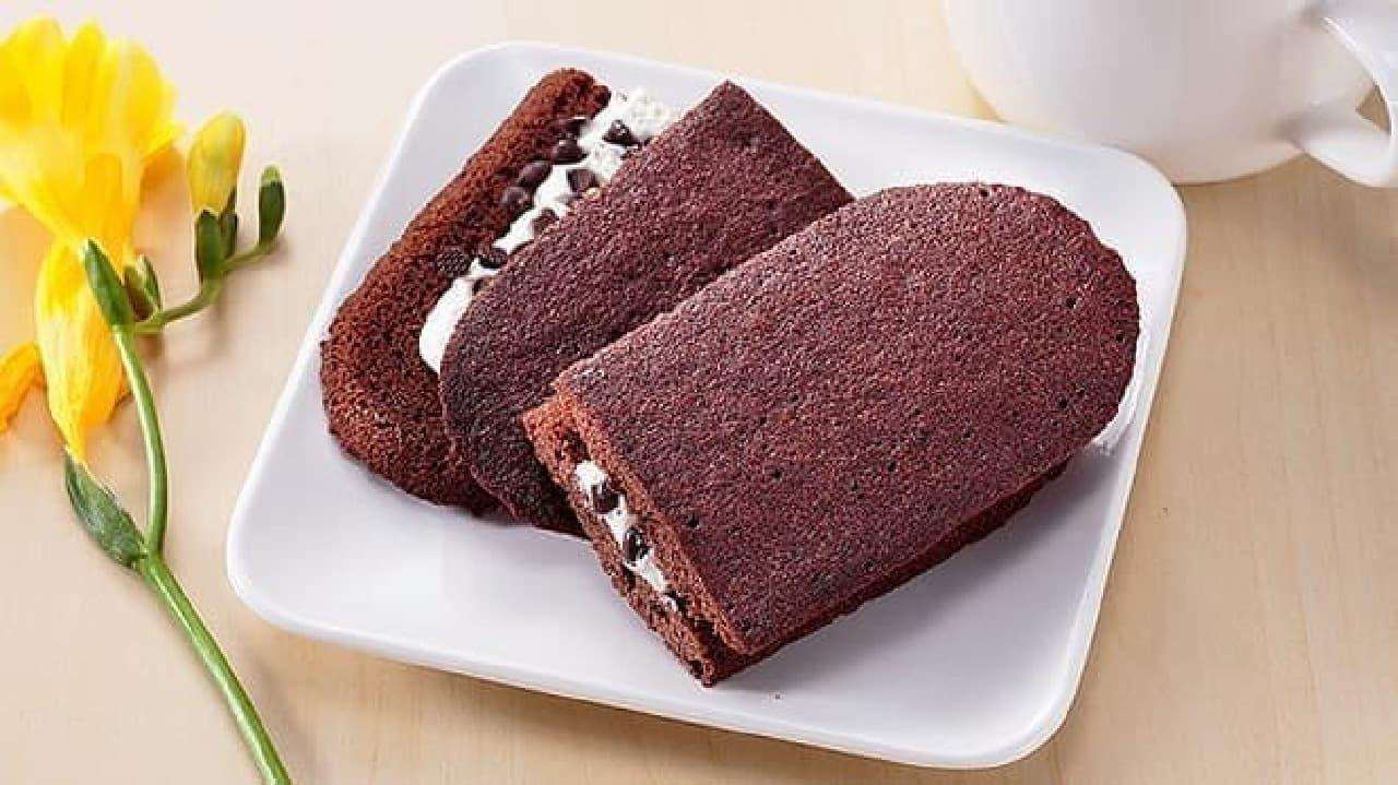 ローソンストア100の「チョコチップ入りクリームサンド」