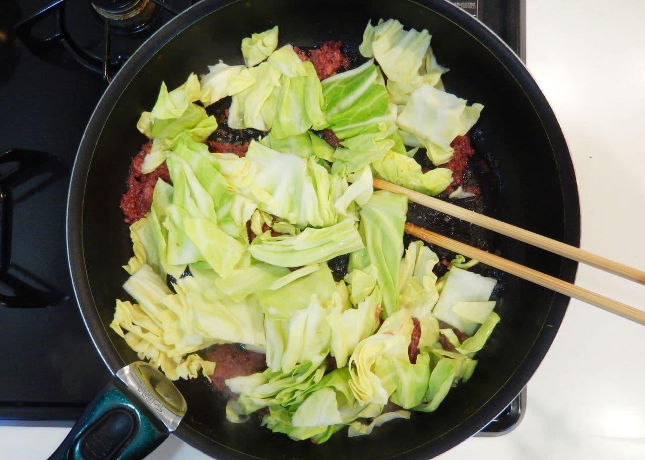 「キャベツのコンビーフ炒め」簡単レシピ