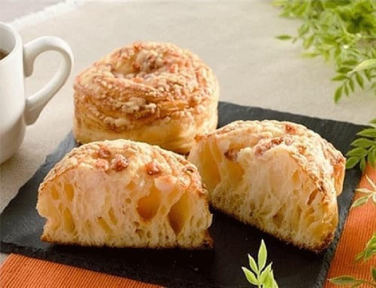 ローソンの「もっちり食感ベーコンチーズパン」