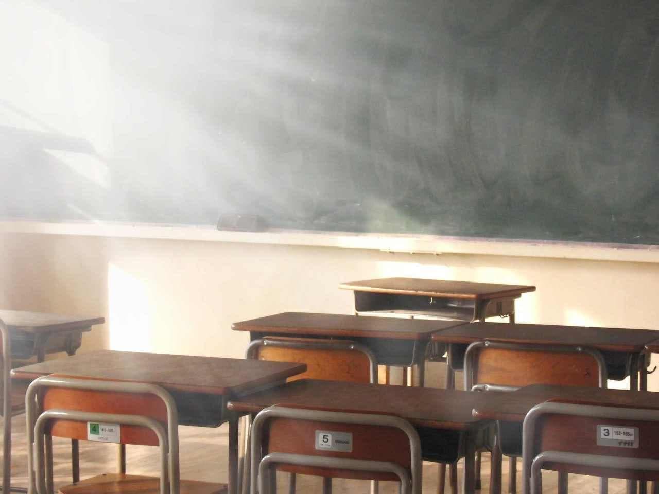 学校の誰もいない教室