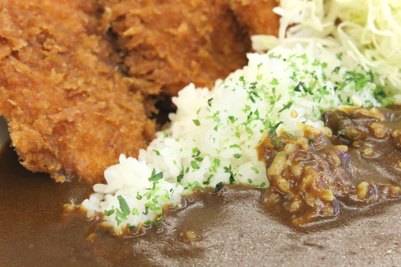 【実食】かつや「タレカツカレー」 ― タレがしみたササミカツ×濃厚カレーがとろ~り