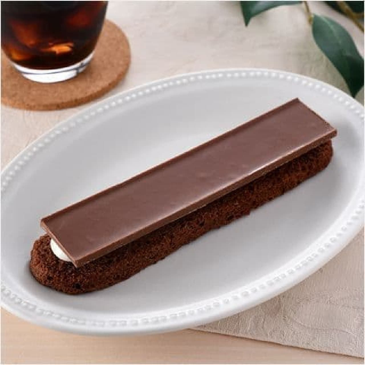 ファミリーマート「パキッと板チョコ&クッキーサンド」