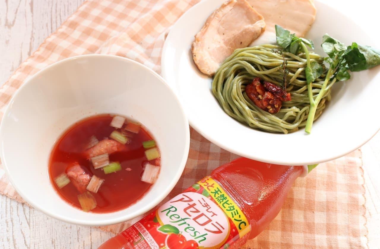 ブンブンブラウカフェウィズビーハイブの期間限定メニュー「焼きアセロラのスーパーフードつけ麺」
