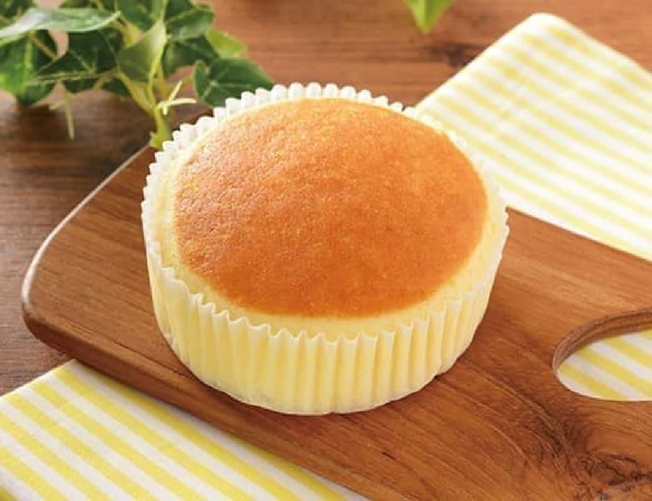 ローソン「チーズリッチ蒸しケーキ ラムレーズン入」